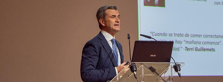 UNEATLANTICO consegna la sua medaglia d'onore al Direttore Scientifico di FUNIBER, Maurizio Battino